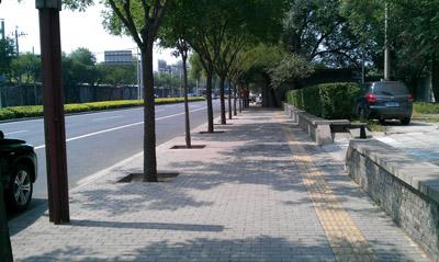 德厦透水砖产品铺装在北京前三门大街