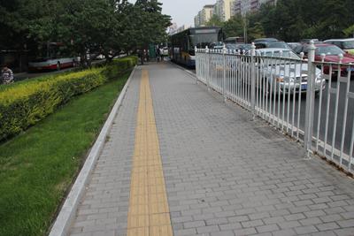 北京前三门大街使用德厦生态渣透水砖