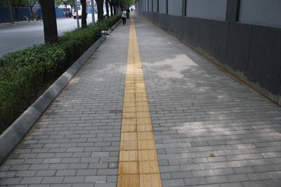 德厦透水砖铺装在北京台基厂路