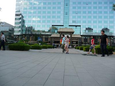 德廈透水磚鋪裝在北京大劇院前門