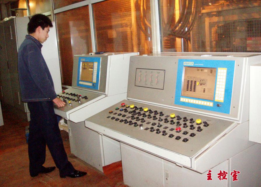 公司生產線機械設備 主控室